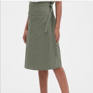 G A P   WRAP SKIRT w/ front pockets